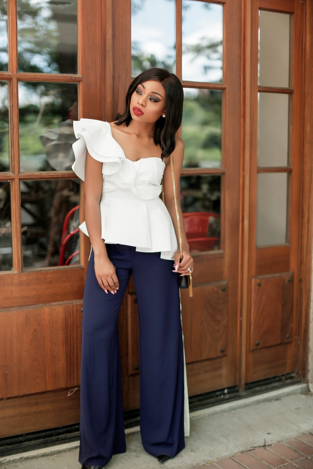 Ruffles and track pants, www.jadore-fashion.com