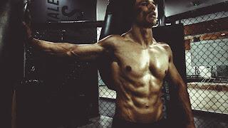 عضلات بطن مشدودة بنظام غذائي قوي وتمارين رياضية