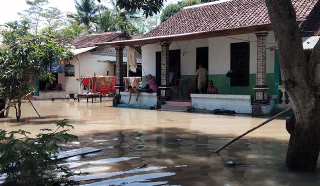 Banjir di Dusun Persil Banter Desa/Kecamatan Rowokangkung