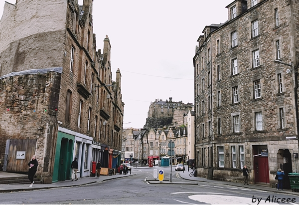 Grassmarket-atractie-turistica-de-vazut-Edinburgh-scotia