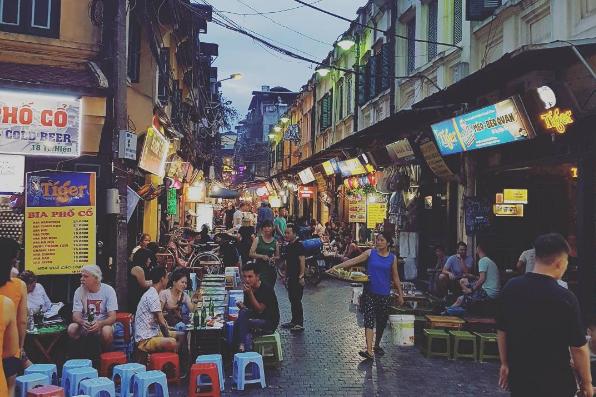 Hà Nội hấp dẫn du khách không chỉ vì cảnh quan thiên nhiên, những di tích lịch sử lâu đời mà còn bởi một nền ẩm thực phong phú, đa dạng…khiến cho du khách đi rồi mà vẫn quyến luyến, nhớ nhung mãi không nguôi.