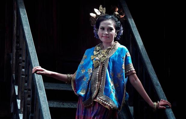 Pakaian Adat Sulawesi Barat khas Mandar Wanita