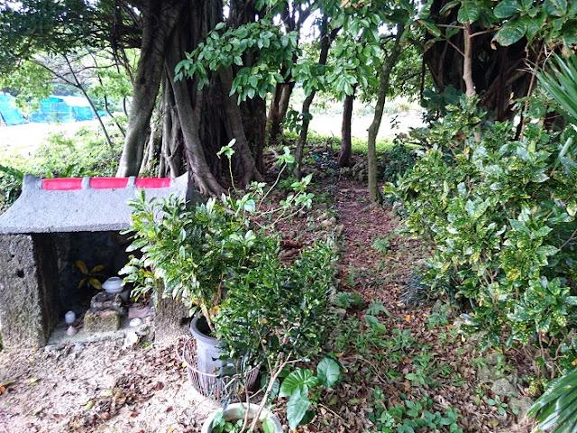 小波蔵集落の拝所の写真