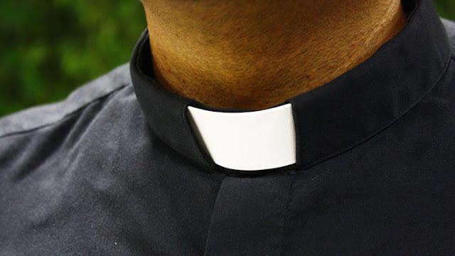 Los lujos del obispo más 'señorito': cortijo, chófer, viajes, vinos...
