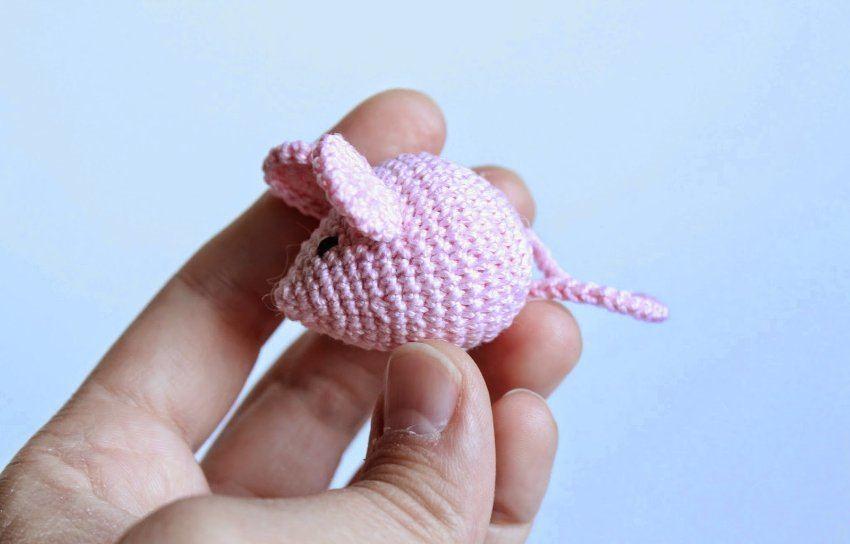 Вяжем крючком мышку для начинающих