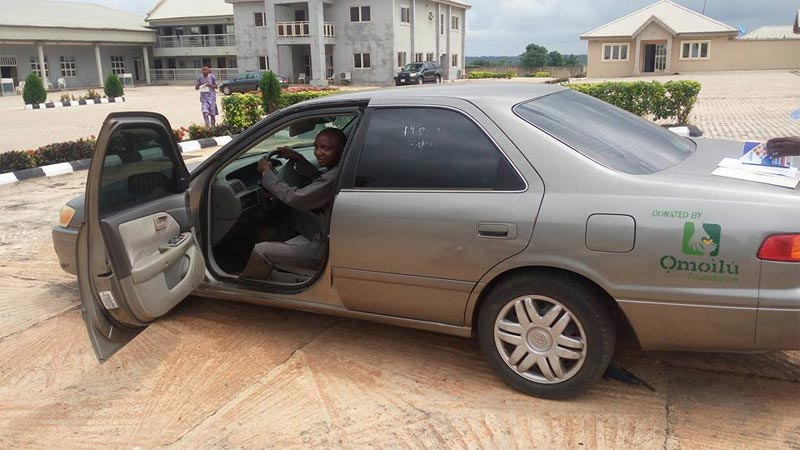 Senator Buruji Kashamu gives away cars to his constituents