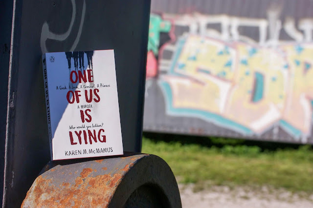 Rezension: One of us is lying von Karen M. McManus auf www.nanawhatelse.at