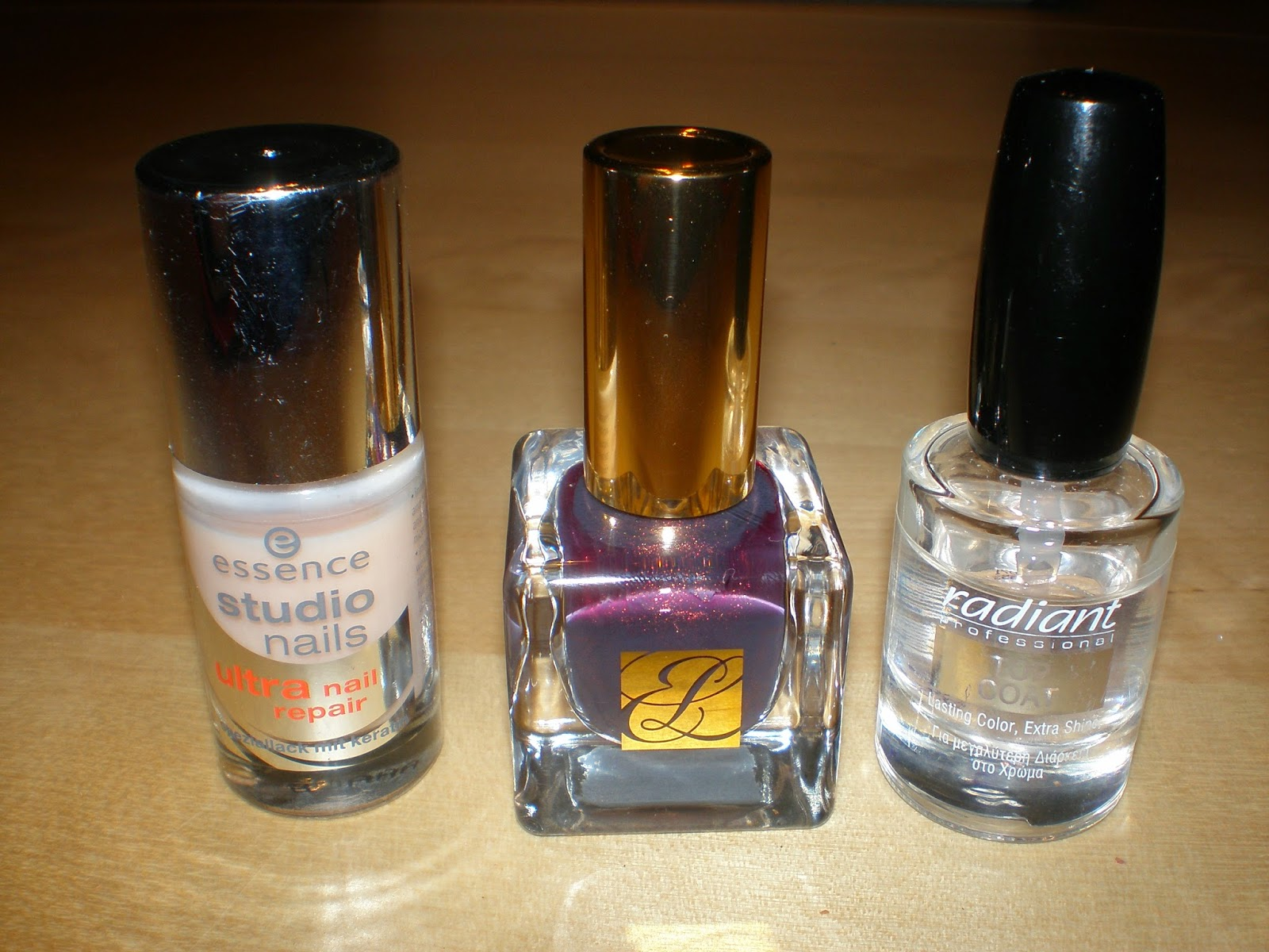 This week's mani with products from Estee Lauder, Essence and Radiant