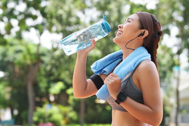 apakah_air_minum_membantu_kamu_menurunkan_berat_badan