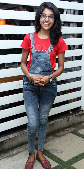 TV Actress and Singer Madhu Priya Stills In Tight Blue Jeans Actress Trend