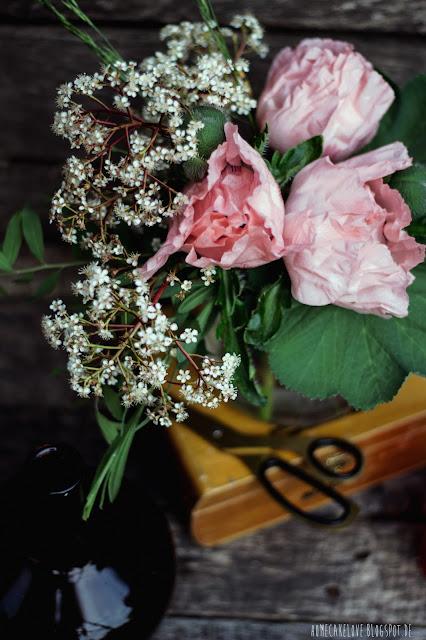 Blumenstrauss, vintage flowers, Klatschmohn rosa, Blumenarrangement