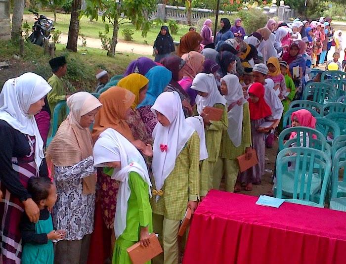 Penampilan Siswa SD IT dalam acara Peringatan Maulid Nabi Muhammad SAW