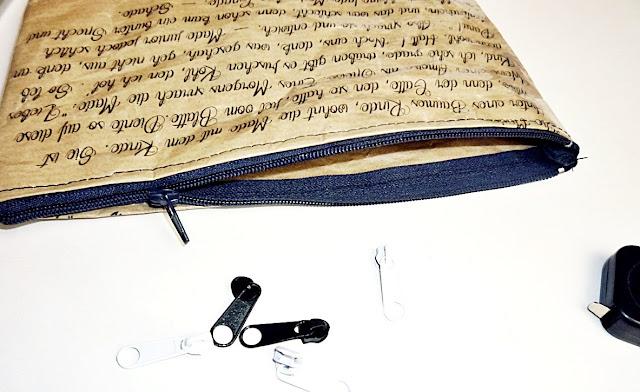 Mäppchen aus papier mit Gedicht bedruckt
