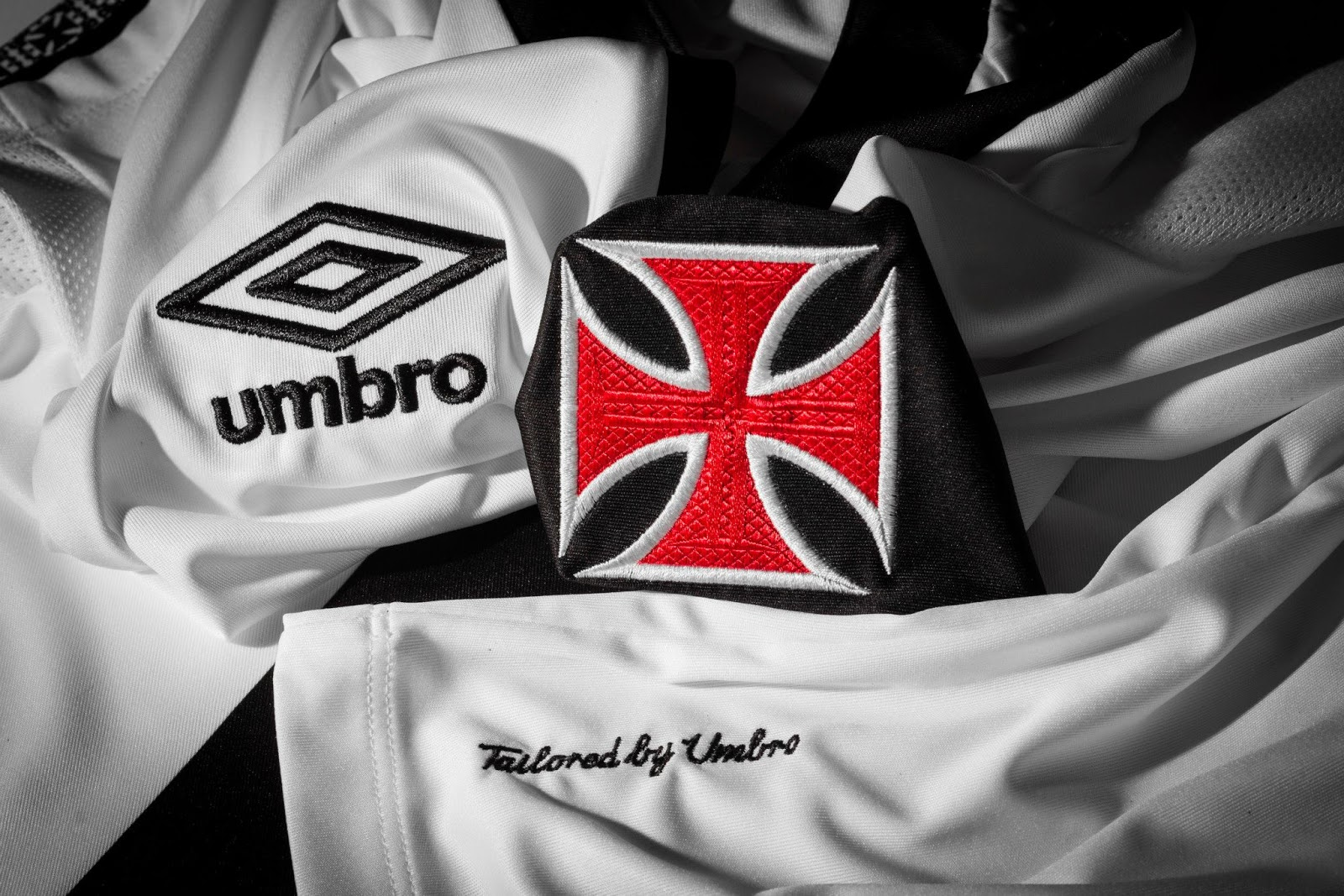 1071722d95 Umbro Vasco da Gama 2014-2015 Home and Away Jersey Shirt Kit   Have ...