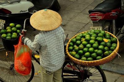 Ханой, Вьетнам. Hanoi, Vietnam, торговец на велосипеде, азия, торговец, на велосипеде, фрукты