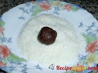 Small balls in cocoa powder