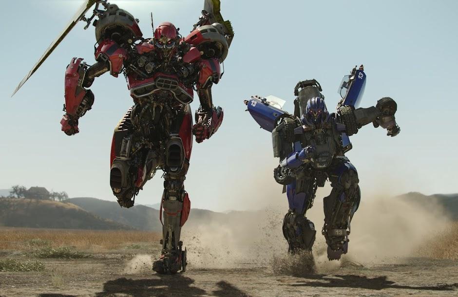 "Novo trailer de ""Bumblebee"" apresenta Optimus Prime, Soundwave & Cybertron"