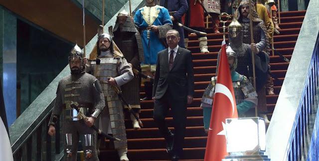 """""""Ο Αλλάχ επέλεξε τον Ερντογάν για να μεγαλώσει πάλι την Τουρκία…"""""""
