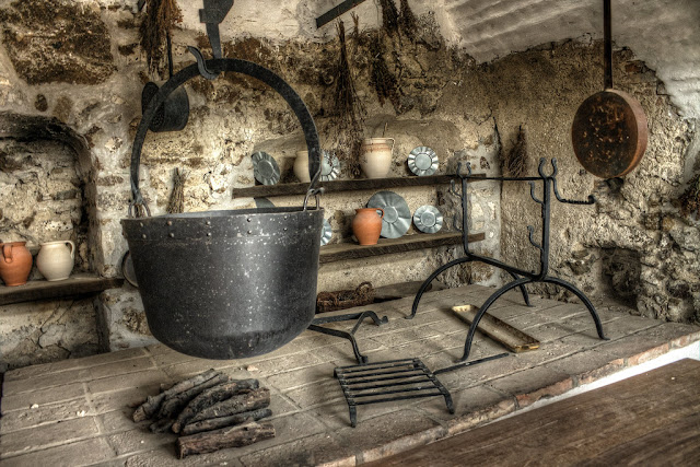 Bone analyses tell about kitchen utensils in the Middle Ages