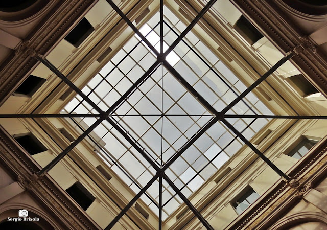 Perspectiva inferior da claraboia do átrio do Palácio Manoel Pedro Pimentel - Centro - São Paulo
