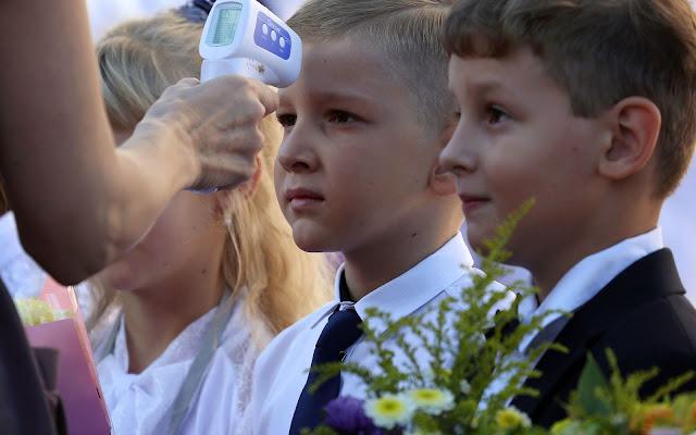 Российские школы и вузы вновь переходят на дистанционное обучение. Такой «эпидемии ОРВИ» страна еще не видела