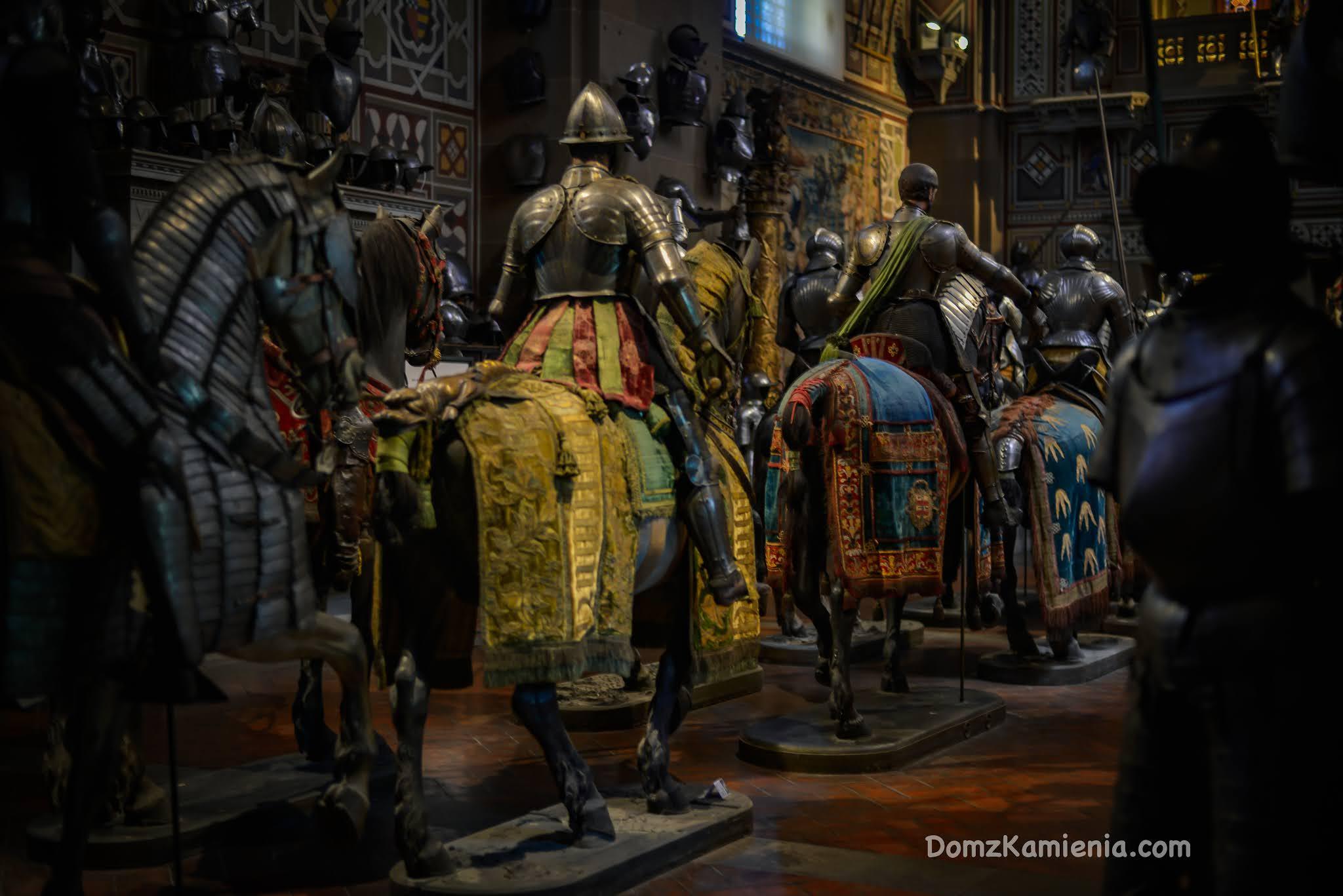 Muzeum Stibbert - Sekrety Florencji, Dom z Kamienia