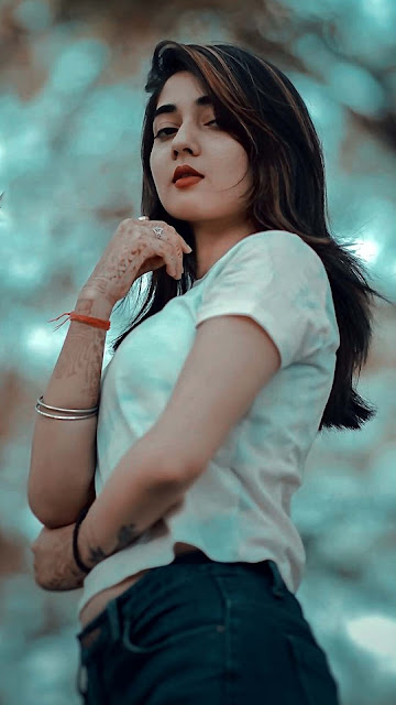 21 Awesome Pretty Girls Wallpapers Image HD 5K for Android and iPhone Device   Wallpaper Cewek Cantik Gemoy HD