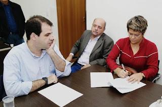 http://vnoticia.com.br/noticia/2859-francimara-assina-convenio-com-a-funasa-para-obra-de-esgotamento-sanitario