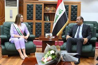 وزير الثقافة يستقبل ملكة جمال العراق ويوعز بدعم مشاريعها الإنسانية