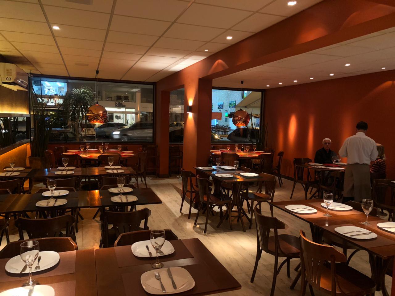 Restaurantes oferecem locais reservados e pacotes diferenciados para agradar clientela