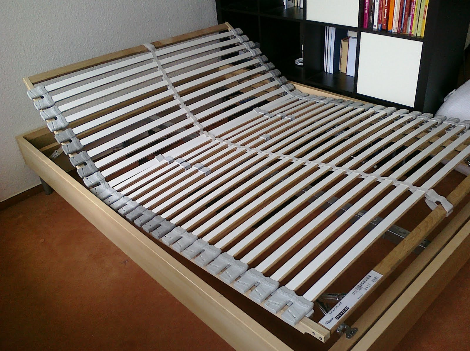 stuff that happens verkaufe komplettes bett 140x200 f r eur 100. Black Bedroom Furniture Sets. Home Design Ideas
