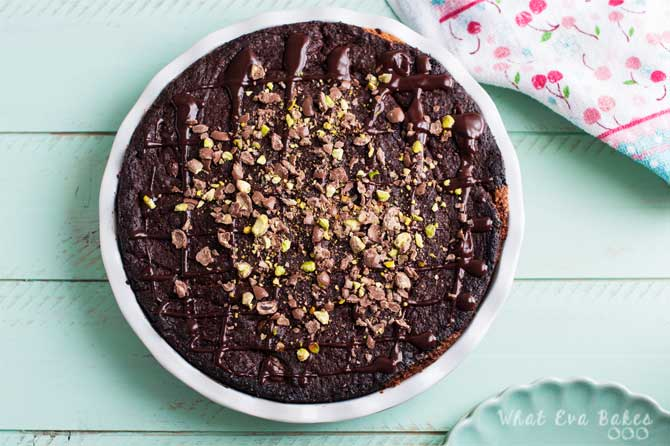 Brookie Pie de chocolate y pistachos