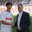 Hong Jeong-ho must be aegis of Augsburg. /Bundes Liga