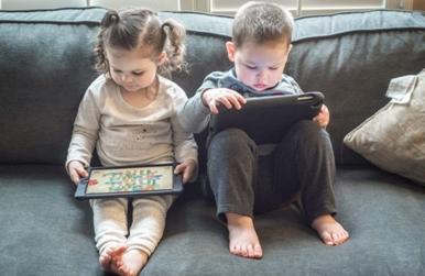 Batasi Gadget Anak