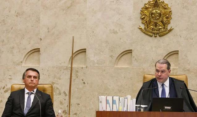"""Bolsonaro confirma ministro evangélico e defende orações no STF: """"Deus é essencial"""""""