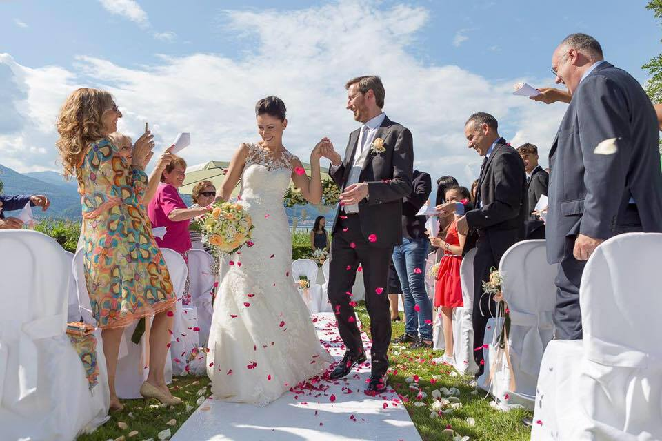 Celebrante Matrimonio Simbolico Piemonte : Celebrante cerimonia matrimonio simbolico rossana trabattoni