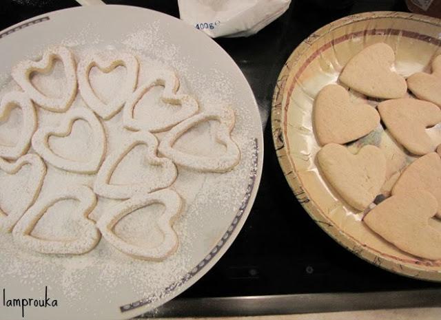 Γεμιστά μπισκότα με μαρμελάδα.