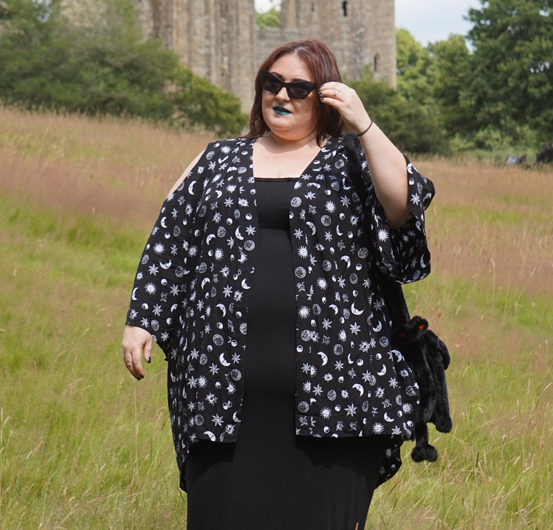 ALTERNATIVE-PLUS-SIZE-SUN-MOON-STARS-KIMONO-FROM-EMP // WWW.XLOVELEAHX.CO.UK