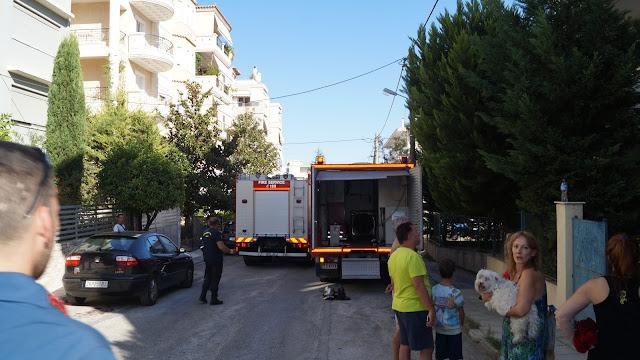 Πανικός από φωτιά σε πολυκατοικία στην Παλλήνη -Εμπρησμός, η πιθανή αιτία. (ΔΕΙΤΕ VIDEO - ΦΩΤΟ)