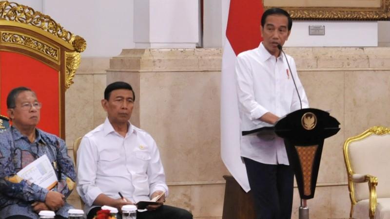 Jokowi peringatkan menterinya soal Permen di sidang kabinet