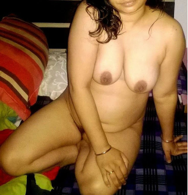 hot boobs,desi aunty sexy boobs,sexy aunty hot boobs,desi chikni bhabhi ke boobs