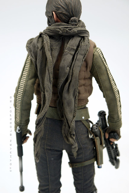osw.zone Hot Toys Rogue One 1/6 Jyn Erso Collectible Figurine (Deluxe Version) Rating 1