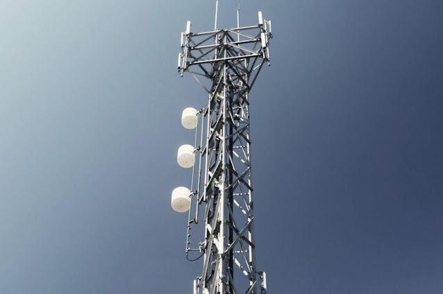 Καταθέτεις με ένα κλικ τον αριθμό παροχής ηλεκτρικού ρεύματος της κατοικίας σου και φτάνει στο σπίτι σου και εγκαθίσταται ο αποκωδικοποιητής για να αποκτήσεις τηλεοπτικό σήμα. Με αυτόν τον τρόπο ανοίγει ο δρόμος μέσα από το νομοσχέδιο του υπουργείου Ψηφιακής Διακυβέρνησης για την τηλεοπτική κάλυψη στις λευκές περιοχές (περιοχές δηλαδή ηπειρωτικής και νησιωτικής χώρας που σήμερα δεν έχουν σήμα). Μάλιστα, σύμφωνα με το σχετικό πρόγραμμα προβλέπεται και επιχορήγηση των δικαιούχων με 150 ευρώ για την απόκτηση του αναγκαίου εξοπλισμού και την οκταετή εγγύησή του.
