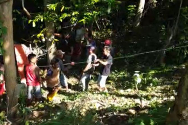 Rem Blong, Mobil Dompeng di Bone Terjun ke Jurang