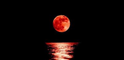 lua-vermelha-de-sangue