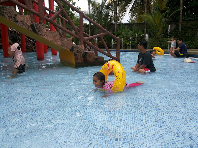 http://www.renidwiastuti.com/2018/01/asyiknya-berenang-di-carribean-waterpark.html