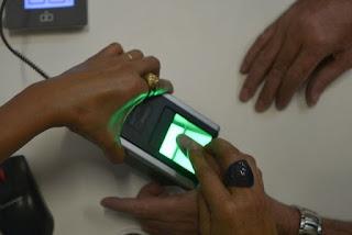 Presidente do TSE, Barroso veta biometria nas eleições para evitar aglomeração e fila em meio à pandemia