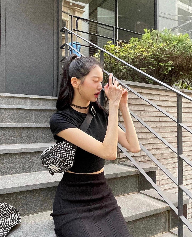 장원영 검정 깔맞춤 - 꾸르