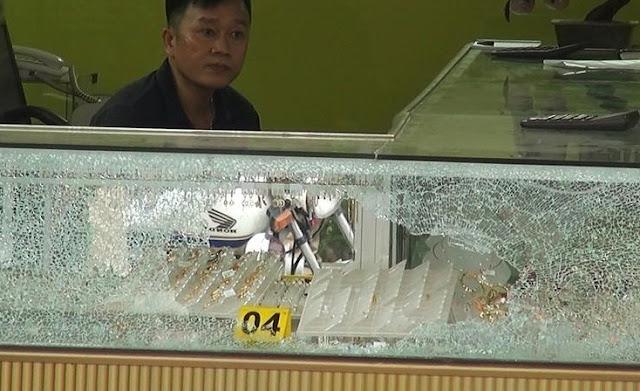 Chủ tiệm vàng bị cướp ở Hóc Môn: 'Kẻ cướp bắn tôi hai phát'