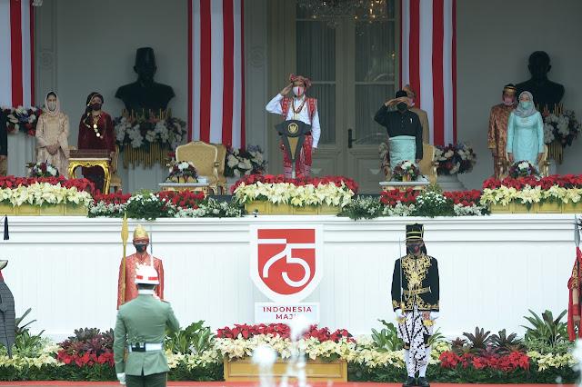 Presiden Jokowi Kenakan Pakaian Adat NTT Ketika Pimpin Upacara di Istana Merdeka